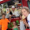 Salvatore Morreale (Eis Meran) verkaufte zugunsten des Kinderhospizes Küllenhahn Eis auf dem Spielplatzfest