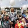 Viele, viele Luftballons ließen die Dohrer Grundschüler für Wilma Krischak steigen.