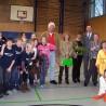 Auch Schwimm-Ikone Ralf Beckmann (mi. li.) und Oberbürgermeister Peter Jung (mi. re.) kamen zur Verabschiedung von Gisela Ackermann (mi. mit Blumen).