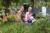 Da blüht einem was: Helene und Herbert Dautzenberg an einem der lauschigen Plätzchen in ihrem großen Garten an der Friedensstraße.