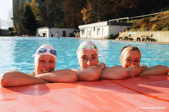 cronenberger woche sonnenbaden im november rekordzahl beim winterschwimmen. Black Bedroom Furniture Sets. Home Design Ideas