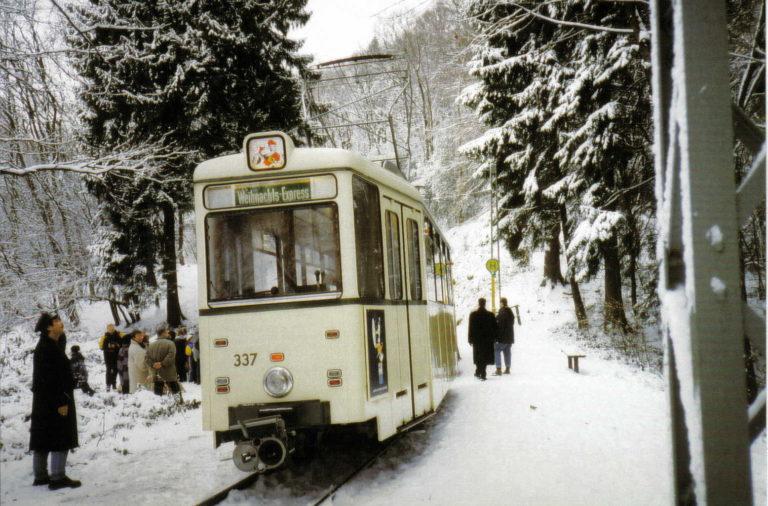 Wie in jedem Jahr fährt die Bergische Museumsbahn zum Nikolaus. Ob am zweiten Adventswochenende aber Schnee liegen wird, steht noch nicht fest… -Foto: BMB