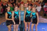Hermann Wehlmann und Turnwartin Nicole Düssel mit vier jungen NTV-Turnerinnen, die an dem Festabend zum 140-jährigen Bestehen des Turnvereins für sportliche Intermezzi sorgten. -Foto: privat