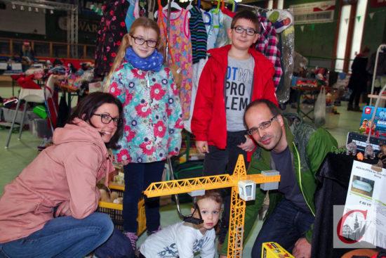 Vieles was das Kinder-Herz begehrt, gab es beim Flohmarkt in der RSC-Halle. -Foto: Matthias Müller