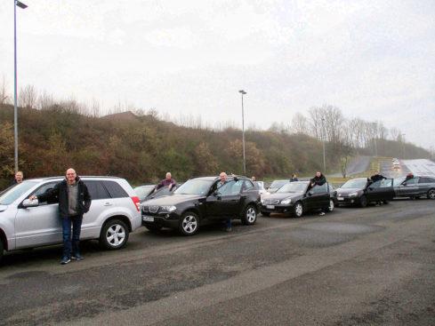 Daumen hoch für das Angebot des Fördervereins: Einige der FFC-Teilnehmer auf der ADAC-Teststrecke in Grevenbroich. -Foto: privat