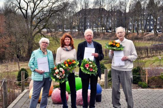 Die diesjährigen Jubilare der NaturFreunde Cronenberg, rechts im Bild der bisherige Vorsitzende Bernd Kruse. -Foto: privat