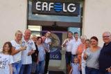 """Monika und Christian Gammler (vo. li.) mit einigen Gästen und Kunden, die zur Neueröffnung ihres Aqua-Bike-Studios """"Erfolg"""" kamen. -Foto: privat"""