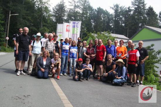 Alle Teilnehmer der bewegten Cronenberger Sponsoren-Aktion am Ziel, dem Kinderhospiz Burgholz. -Foto: Meinhard Koke