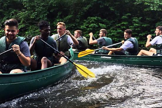 """Machten auf dem """"Bergischen Amazonas"""" eine gute Figur: Kein CSC-Spieler ging bei der Kanu-Tour auf der Wupper baden – ein gutes Omen für die neue Saison? -Foto: privat"""