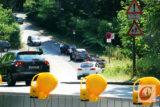 Seit der Teilsperrung der Hastener Straße nutzen zahlreiche Autofahrer den Mastweg als Umfahrungsstrecke – obwohl hier nur Anlieger einbiegen dürfen. -Foto: Meinhard Koke