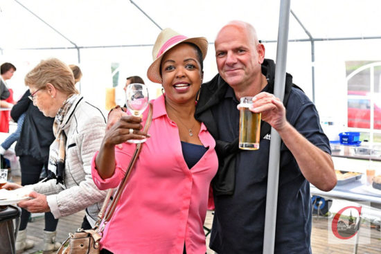 Prost! Das Sudberger Sommerfest ist in jedem Jahr ein geselliger Höhepunkt im Cronenberger Süden. -Foto: Odette Karbach