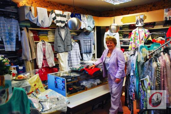Die Boutique von Hildegard Tesche bietet von Strümpfen und Unterwäsche bis hin zu Blazern und Kleidern alles für die Frau, aber auch einiges für den Herrn… -Foto: Meinhard Koke