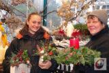 Laden im Rahmen des Küllenhahner Advents wieder in die Weihnachts-Winter-Wunderwelt von Blumen Balewski ein: Gudrun Balewski (re.) und ihr Team. -Foto: Meinhard Koke