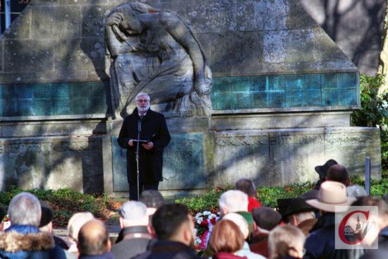 Diakonied-Direktor Dr. Martin Hamburger erinnerte in seiner Gedenkansprache auch an den in Wuppertal wirkenden Theologen Helmut Hesse, der 1943 im KZ Dachau von den Nazis ermordet wurde. -Foto: Meinhard Koke.