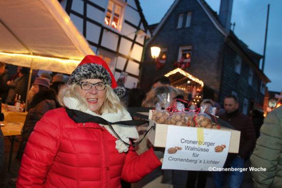 Bleibt zu hoffen, dass viele Hüttenzauber-Besucher Nüsse knacken, damit es in der Adventszeit 2019 noch etwas mehr leuchtet im Dorf… -Foto: Meinhard Koke