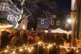 Stimmungsvoller geht's kaum: So präsentierte sich die Dörper Altstadt am Hüttenzauber-Abend 2018. – Foto: Meinhard Koke