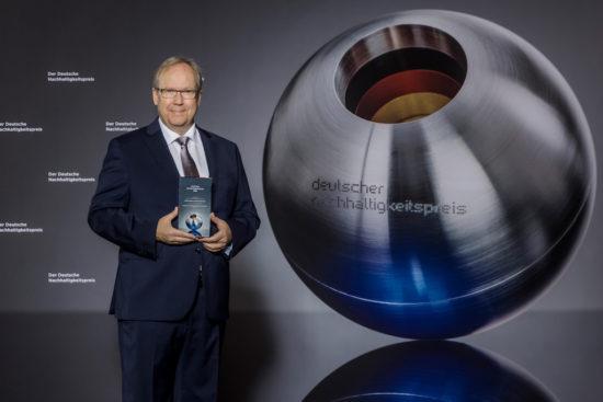 Ausgezeichneter Unternehmer: Knipex-Chef Ralf Putsch nach der Auszeichnung mit dem Deutschen Nachhaltigkeitspreis. -Foto: DNP/Jochen Rolfes