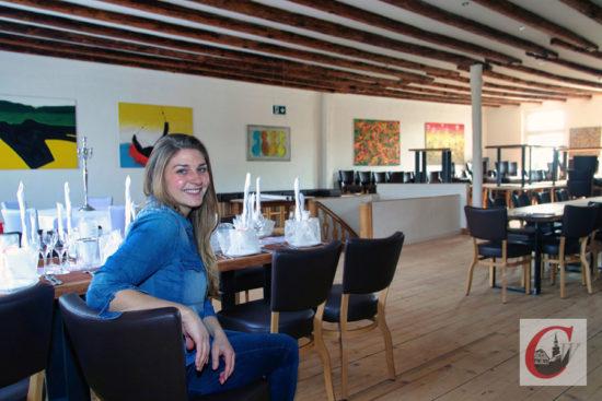 """Bietet für bis zu 180 Personen Platz: Chana Spoo im großen Saal der Event-Location """"Haus Mees"""". -Foto: Meinhard Koke"""