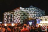 Im Rahmen des Langen Tisches 2019 zum 90. Wuppertaler Stadt-Geburtstag setzte Künstler Gregor Eisenmann unter anderem auch das Opernhaus mit einer Licht-Installation eindrucksvoll in Szene. | Foto: Meinhard Koke