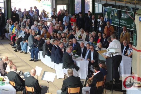 Der Festakt zum 50-jährigen Bestehen sorgte für eine volle Wagenhalle der Bergischen Museumsbahnen (BMB) in der Kohlfurth. | Foto: Meinhard Koke