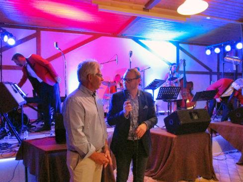 MdB Helge Lindh im Gespräch mit KGV-Chef Wolfgang Hanstein (li.). | Foto: privat
