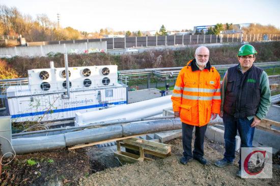 AWG-Geschäftsführer Conrad Tschersich (li.) und Bauleiter Willi Görtz stellten dieTankstelle für die künftige Wasserstoff-Busflotte der Wuppertaler Stadtwerke vor. | Foto: Marcus Müller