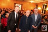 Der große Bildhauer Sir Antony Cragg (mi.) kam auf Einladung von Dr. Martin Fleuss (li.) und Dr. Martin Probach (re.) in die kleinste selbstständige Gemeinde Wuppertals. | Foto: Meinhad Koke