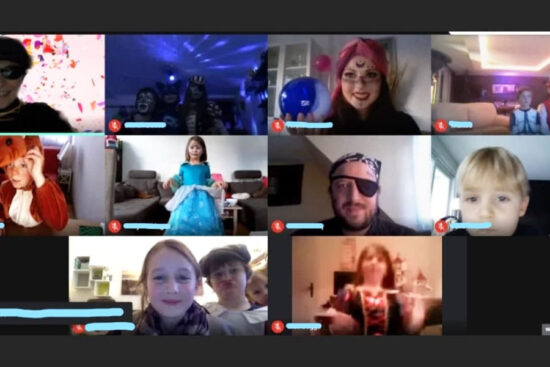 Polonäse per Zoom-Meeting: Online wurde pandemiebedingt die disjährige Karnevalsparty des Jugendhauses Cronenberg gefeiert. | Screenshot Jugendhaus